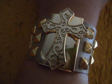 Bracelete cruz com spykes 1371033576559 big