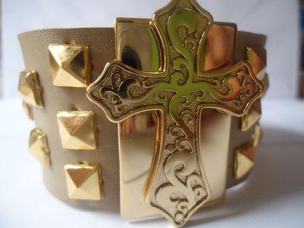 Bracelete cruz com spykes 1371033559347 big