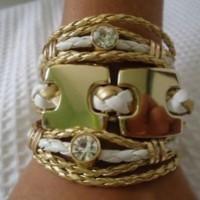 Bracelete riqueza em couro trançado branco e dourado