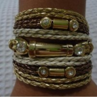Bracelete mesclado novo em courinho bege,dourado e terra