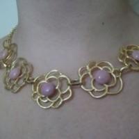 Máxi Colar dourado com flores rosa nud