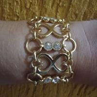Bracelete em metal com strass