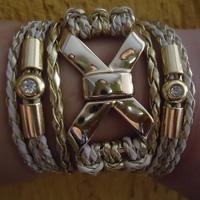 Bracelete Laço delicado em courinho mesclado bege com dourado