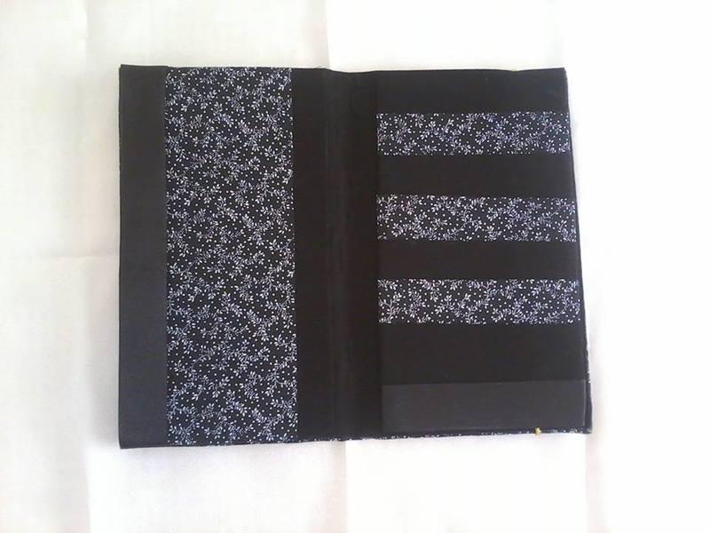 Carteira grande floral preta   aberta