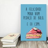 """Placa decorativa MDF """"A Felicidade Mora Num Pedaço de Bolo. E Eu Comi"""" (cód. 3568)"""