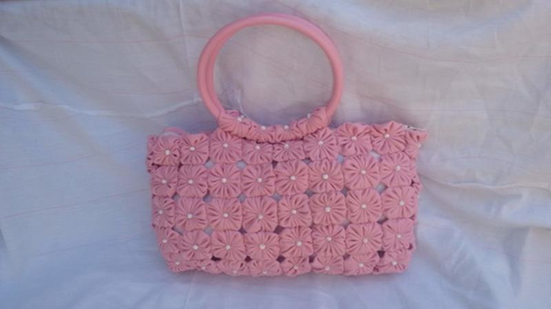 Bolsa de mao em fuxico rosa forro