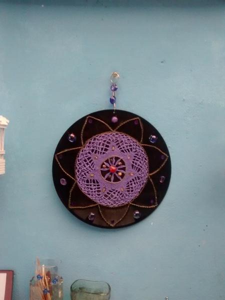 Mandala com croch%c3%aa  pedras e correntes